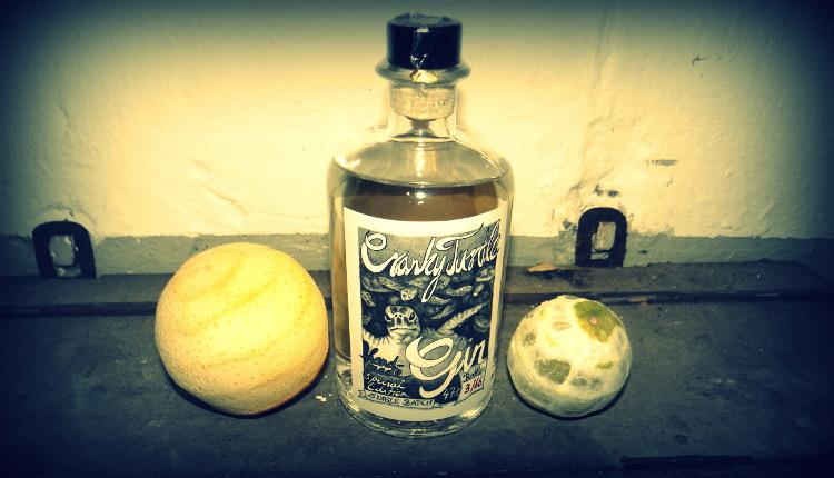 Cranky Turtle, ein handgemachter, aromatischer Gin, im Stile des London Dry Gin, aber individuell und neu von uns interpretiert. Single Batch Abfüllung.